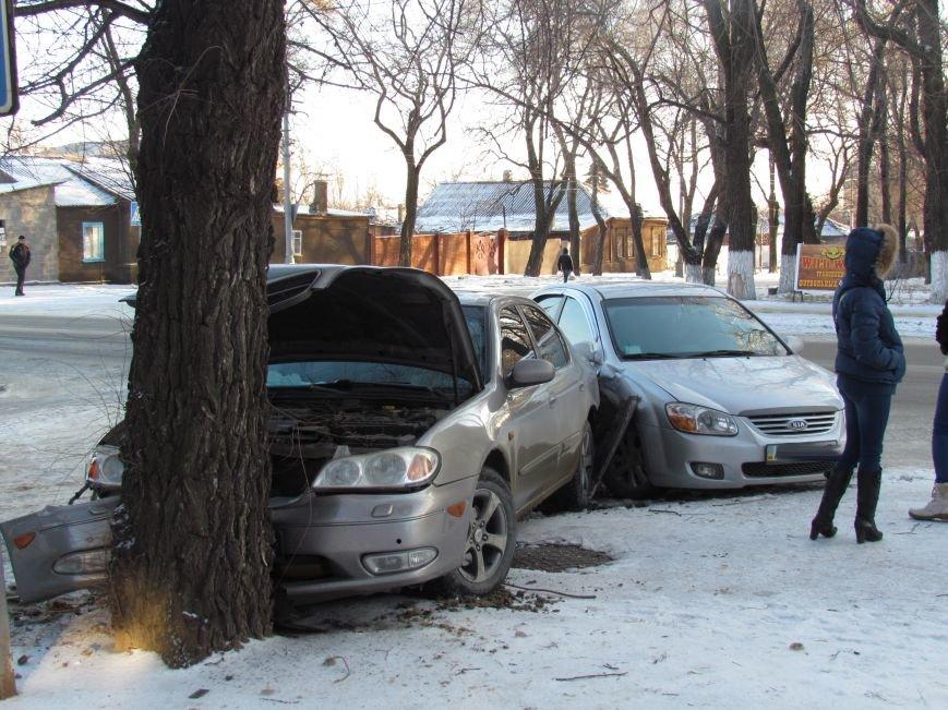 В Мариуполе «Ниссан» протаранил «КИА» и дерево (ФОТО), фото-1