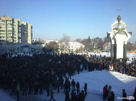 Беспорядки в регионах продолжаются и подбираются ближе к востоку Украины: в Сумах демонстранты ворвались в областной совет (ФОТО, ВИДЕО), фото-3