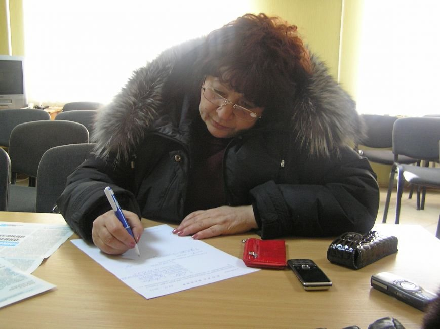 Любовь Череп пишет заявление в городское управление милиции