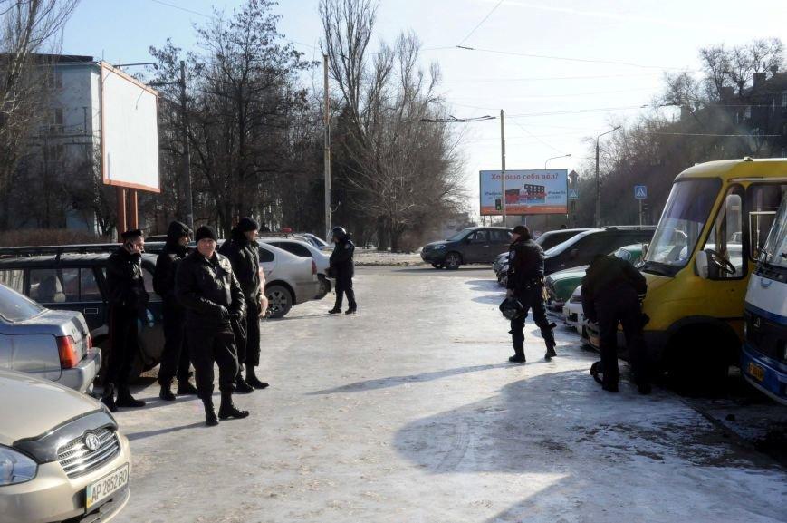 ФОТОФАКТ: В Запорожье милиция готовится к защите обладминистрации от возможного штурма, фото-2
