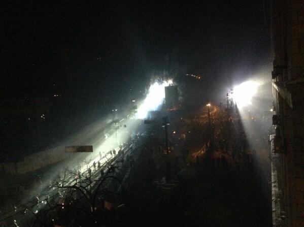 Штурм в центре Киева: митингующие отвоевали у спецназовцев «Украинский дом» (хроника противостояния, фото, видео), фото-4