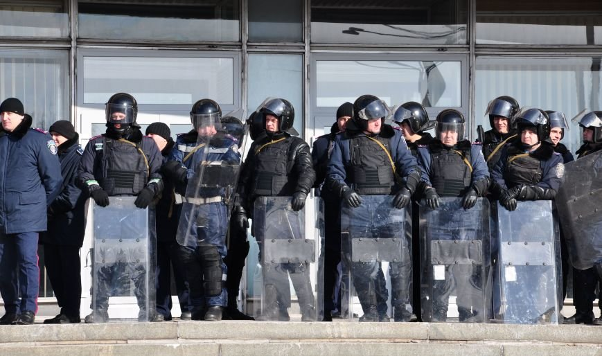 Запорожский Майдан: собрались «Ультрас», активисты и «титушки», а администрацию блокируют милиция со щитами (ФОТО), фото-2