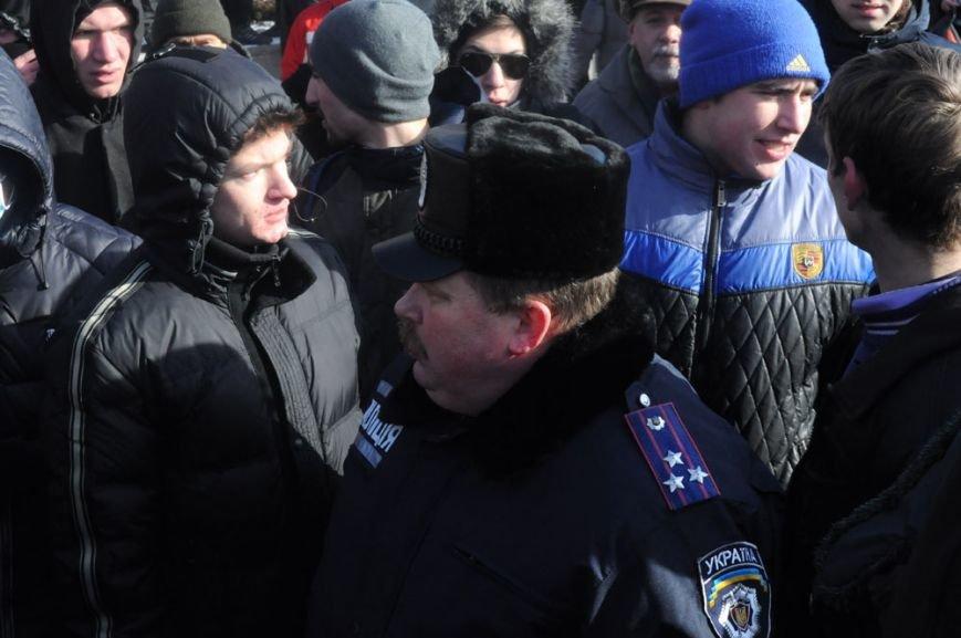 В Запорожье Майдан начал штурм здания обладминистрации (ФОТО, ТРАНСЛЯЦИЯ), фото-3