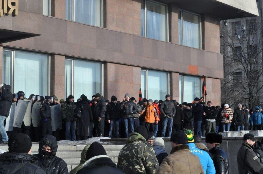 В Запорожье Майдан начал штурм здания обладминистрации (ФОТО, ТРАНСЛЯЦИЯ), фото-2
