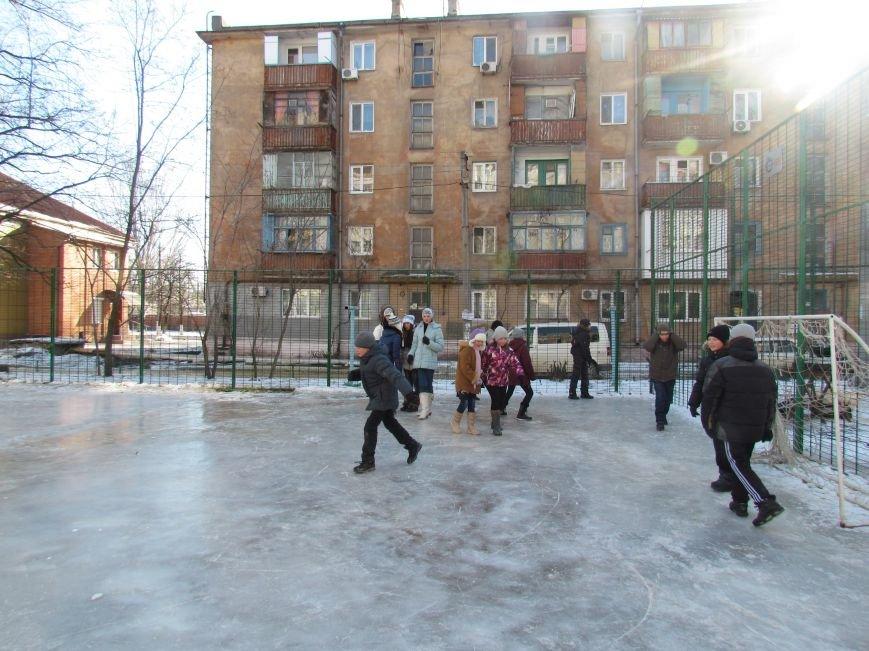 В Мариуполе  во всех районах города теперь  можно покататься на коньках (ФОТО), фото-3