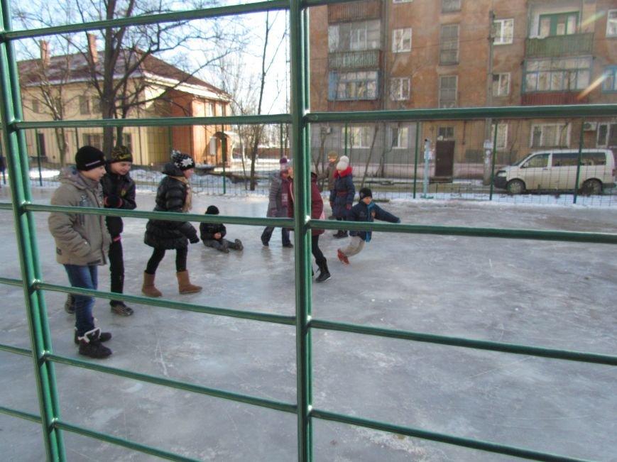 В Мариуполе  во всех районах города теперь  можно покататься на коньках (ФОТО), фото-2