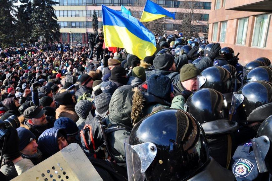 Революция по-запорожски: штурм ОГА, 10 000-й митинг и разгон Майдана (ФОТОРЕПОРТАЖ), фото-9