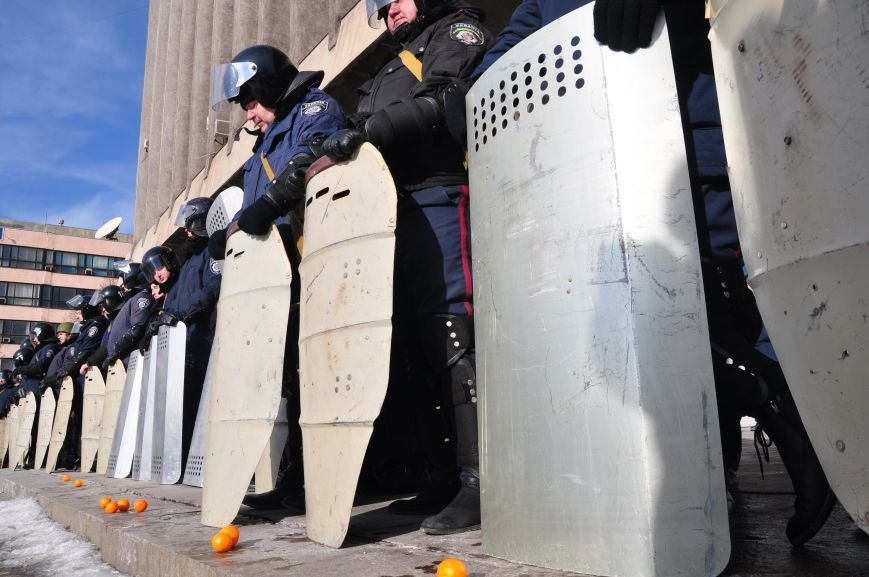 Революция по-запорожски: штурм ОГА, 10 000-й митинг и разгон Майдана (ФОТОРЕПОРТАЖ), фото-6