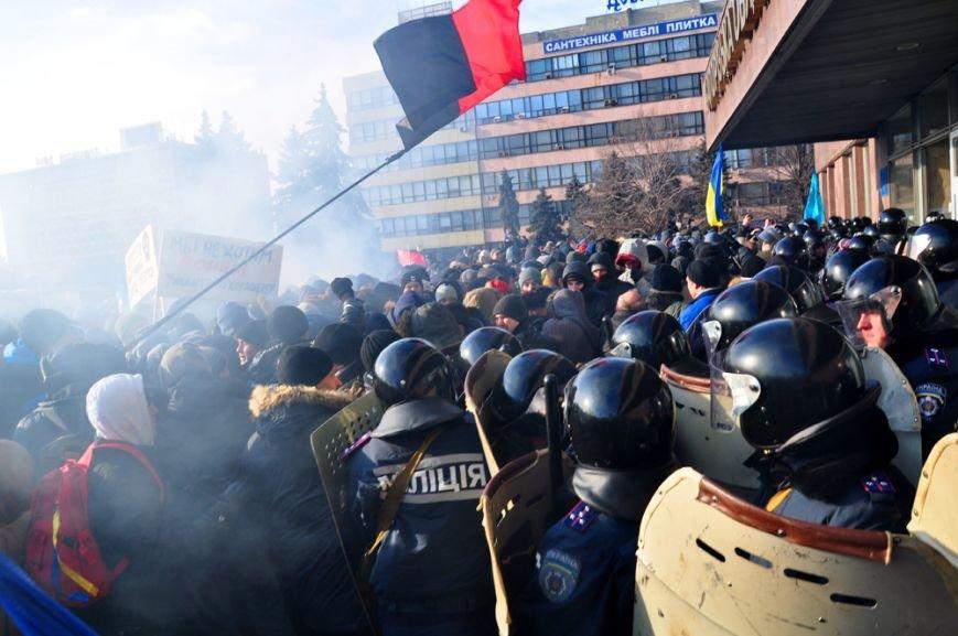 Революция по-запорожски: штурм ОГА, 10 000-й митинг и разгон Майдана (ФОТОРЕПОРТАЖ), фото-12