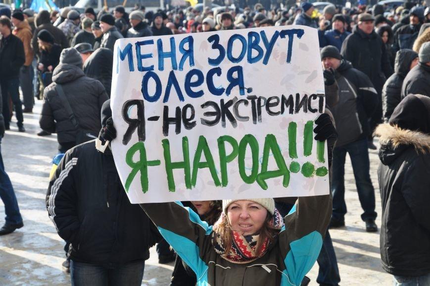 Революция по-запорожски: штурм ОГА, 10 000-й митинг и разгон Майдана (ФОТОРЕПОРТАЖ), фото-2