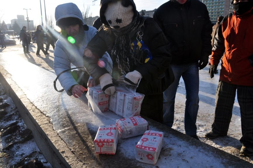 Революция по-запорожски: штурм ОГА, 10 000-й митинг и разгон Майдана (ФОТОРЕПОРТАЖ), фото-17