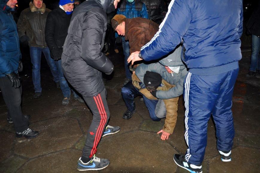 Революция по-запорожски: штурм ОГА, 10 000-й митинг и разгон Майдана (ФОТОРЕПОРТАЖ), фото-24