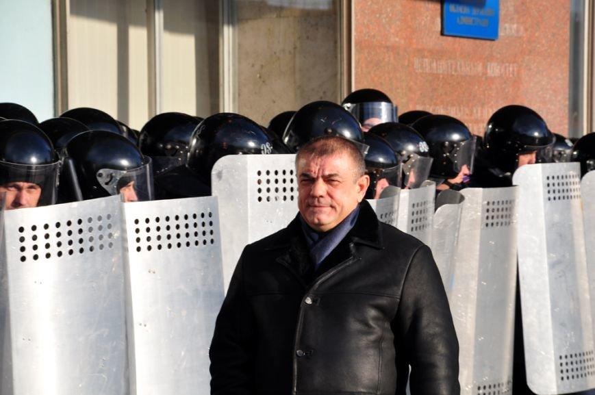 Революция по-запорожски: штурм ОГА, 10 000-й митинг и разгон Майдана (ФОТОРЕПОРТАЖ), фото-16
