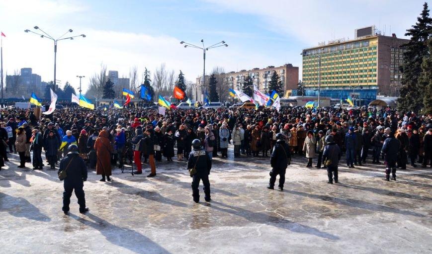 Революция по-запорожски: штурм ОГА, 10 000-й митинг и разгон Майдана (ФОТОРЕПОРТАЖ), фото-3
