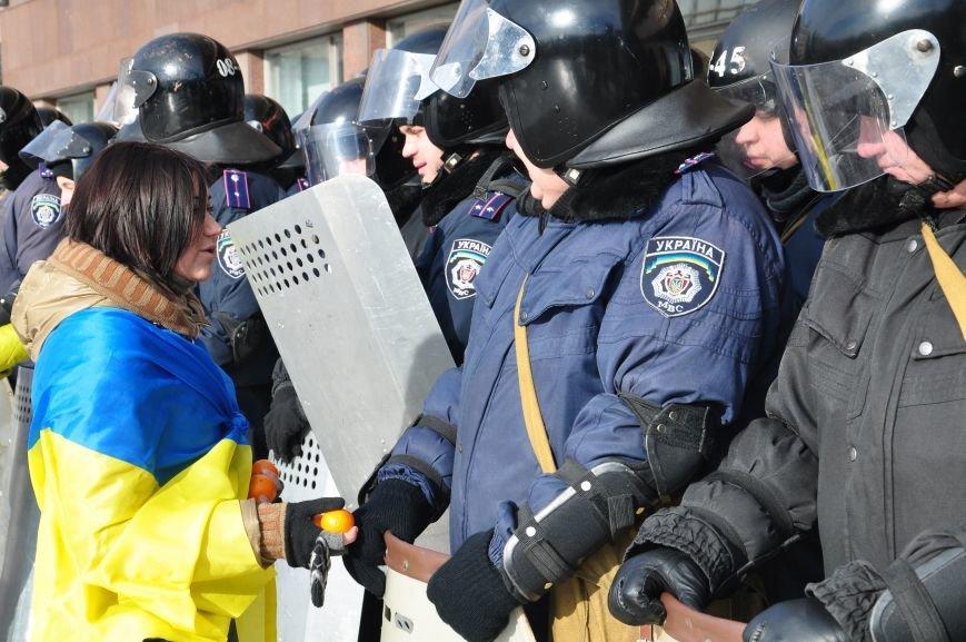 Революция по-запорожски: штурм ОГА, 10 000-й митинг и разгон Майдана (ФОТОРЕПОРТАЖ), фото-5