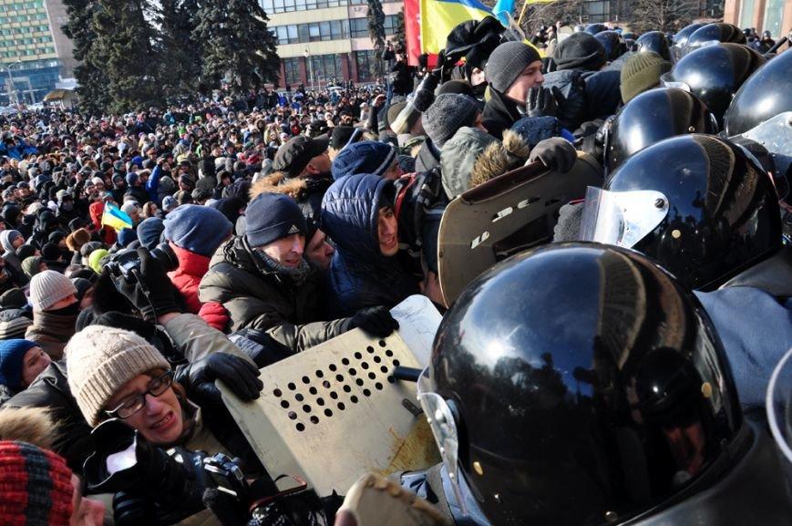 Революция по-запорожски: штурм ОГА, 10 000-й митинг и разгон Майдана (ФОТОРЕПОРТАЖ), фото-10