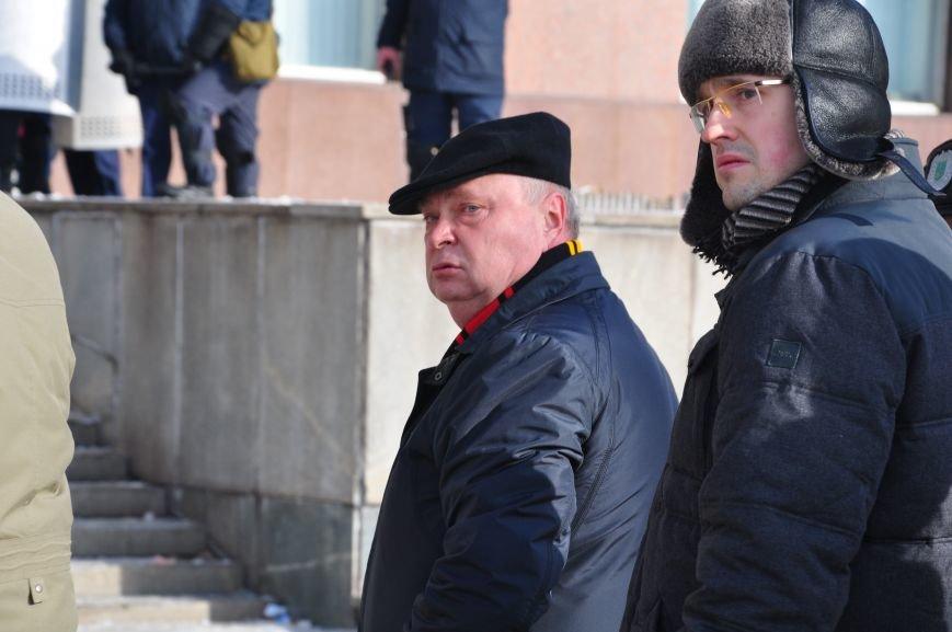 Революция по-запорожски: штурм ОГА, 10 000-й митинг и разгон Майдана (ФОТОРЕПОРТАЖ), фото-8