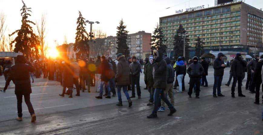 Революция по-запорожски: штурм ОГА, 10 000-й митинг и разгон Майдана (ФОТОРЕПОРТАЖ), фото-18