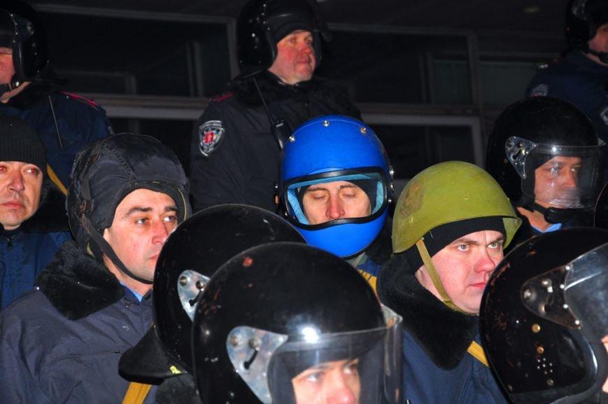 Революция по-запорожски: штурм ОГА, 10 000-й митинг и разгон Майдана (ФОТОРЕПОРТАЖ), фото-7