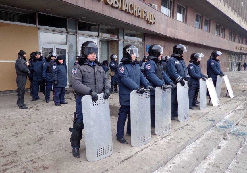 В Запорожье титушки забаррикадировались в здании «Байды» (ФОТО), фото-3