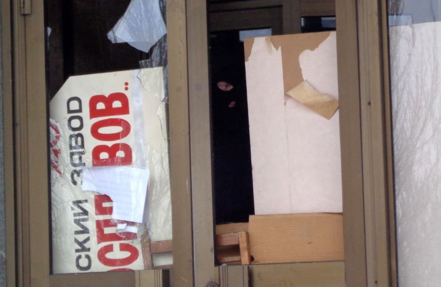 В Запорожье титушки забаррикадировались в здании «Байды» (ФОТО), фото-2