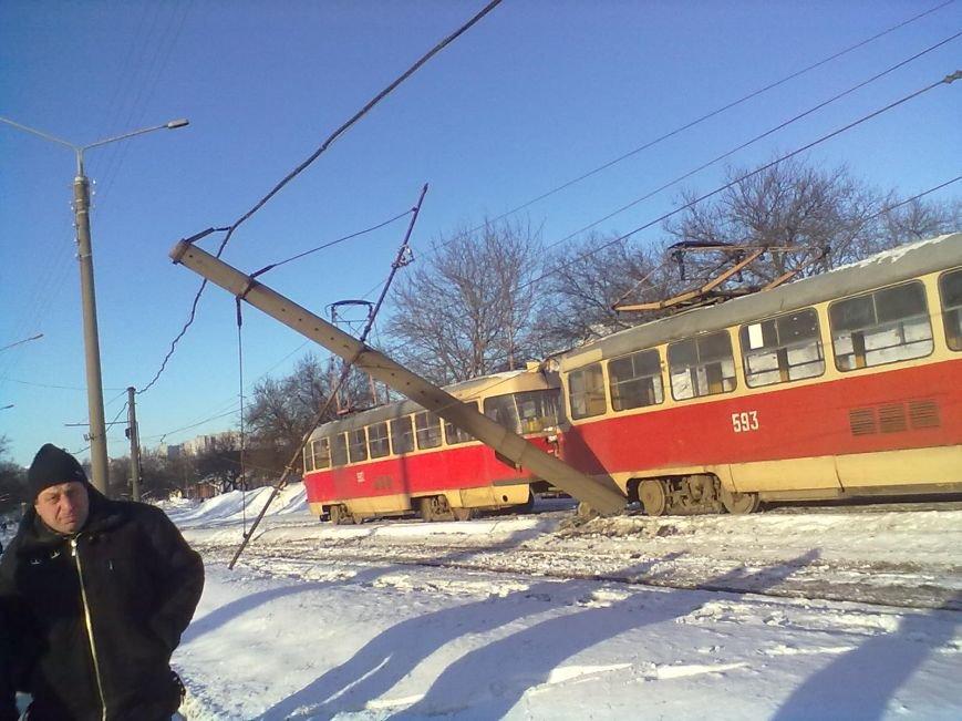 На Салтовке трамвай сошел с рельсов и сбил столб (ФОТО), фото-3