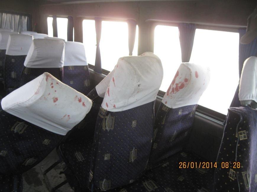 В маршрутку «Зугресс-Донецк» врезалась «Шкода» - пострадали десять человек (фото), фото-1