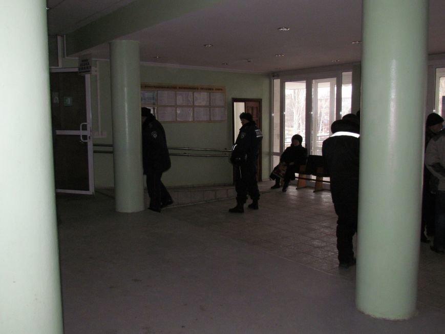 Мариупольский горсовет готовится к штурму?  (Дополнено, Фотофакт), фото-15