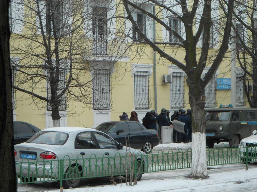 Мариупольский горсовет готовится к штурму?  (Дополнено, Фотофакт), фото-1
