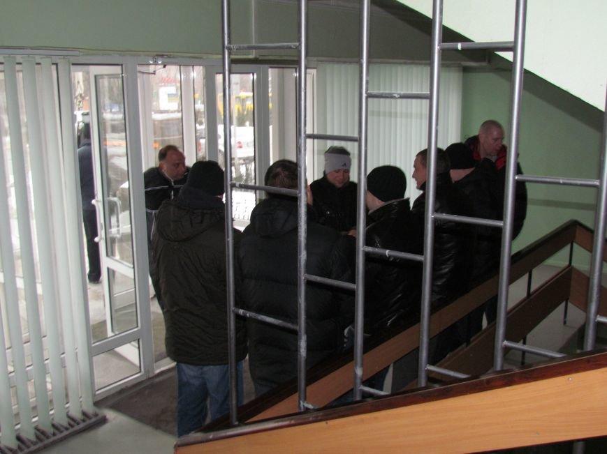 Мариупольский горсовет готовится к штурму?  (Дополнено, Фотофакт), фото-16