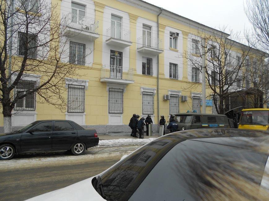 Мариупольский горсовет готовится к штурму?  (Дополнено, Фотофакт), фото-3