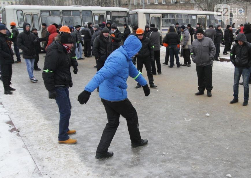 Донецкая ОГА готова к отпору врага. Журналисты требуют от местной власти защиты (фото), фото-2