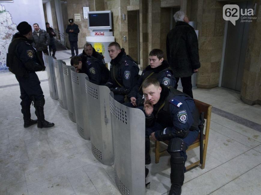 Донецкая ОГА готова к отпору врага. Журналисты требуют от местной власти защиты (фото), фото-4
