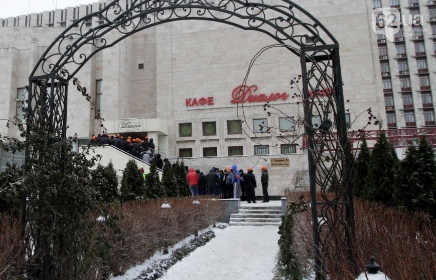 Донецкая ОГА готова к отпору врага. Журналисты требуют от местной власти защиты (фото), фото-3