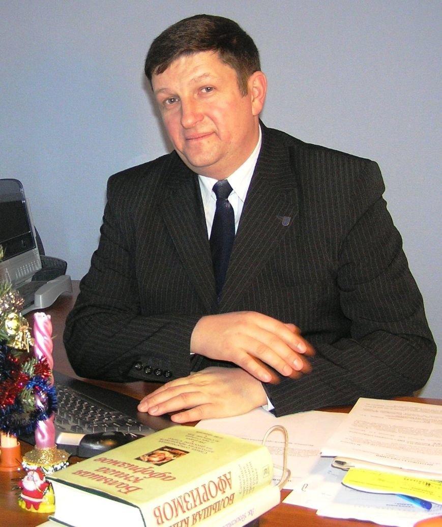 ФОТО Хапчук В в офисе НГ