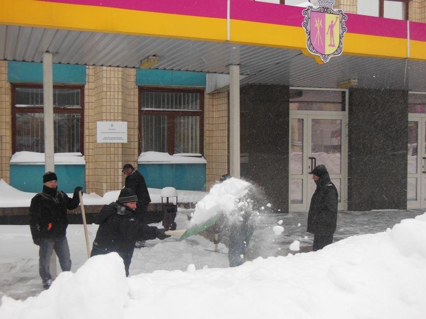 Баррикада вокруг Днепродзержинского горсовета стала выше, фото-3