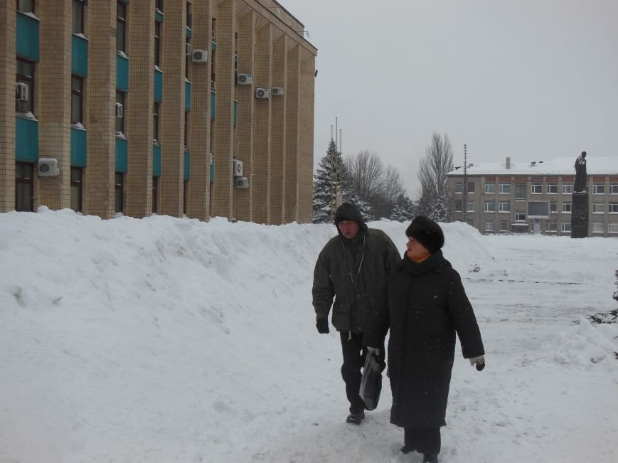 Баррикада вокруг Днепродзержинского горсовета стала выше, фото-2
