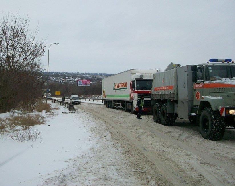 В Запорожской области спасатели вытащили из сугробов 30 автомобилей (ФОТО), фото-1
