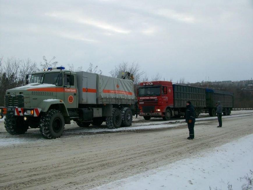 В Запорожской области спасатели вытащили из сугробов 30 автомобилей (ФОТО), фото-2