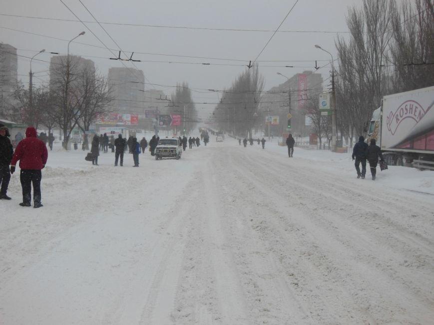 Снегопад в Мариуполе: транспортный коллапс, неработающие магазины, пустые школы (ФОТО, обновляется), фото-1