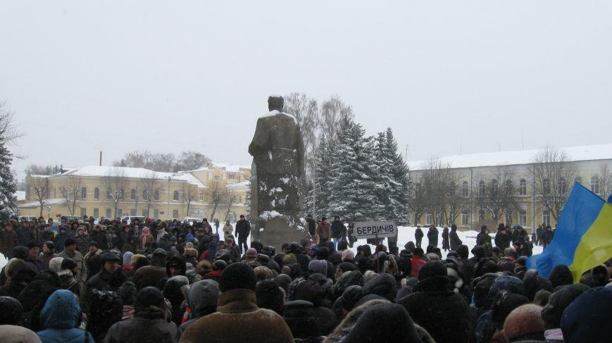 Під Житомирською ОДА сьогодні зібралось два мітинги (ФОТО), фото-2