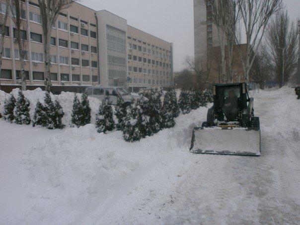 В Мариуполе в борьбе со снегом задействовано 50 единиц техники  (ФОТО), фото-12