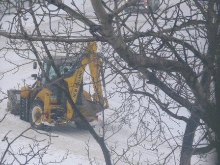 В Мариуполе в борьбе со снегом задействовано 50 единиц техники  (ФОТО), фото-1