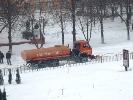 В Мариуполе в борьбе со снегом задействовано 50 единиц техники  (ФОТО), фото-2