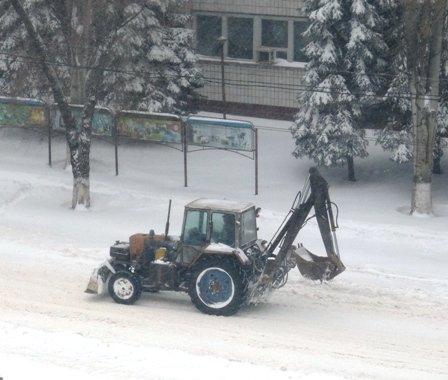 В Мариуполе в борьбе со снегом задействовано 50 единиц техники  (ФОТО), фото-4