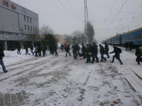 Дождались! Мариупольских делегатов антимайдана встречала коммунальная техника (Фоторепортаж), фото-2