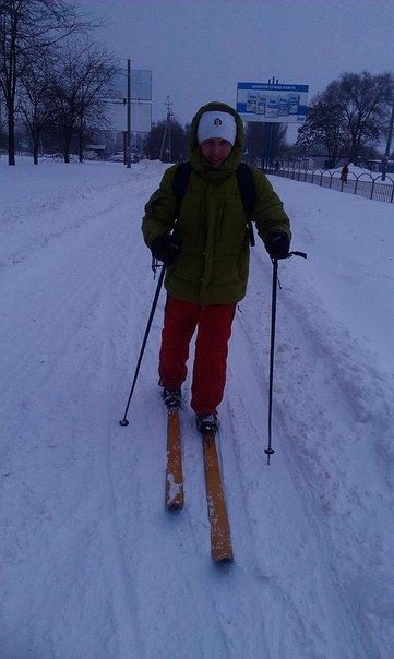 В Мариуполе коллеги отправились на работу на лыжах (Фотофакт), фото-1