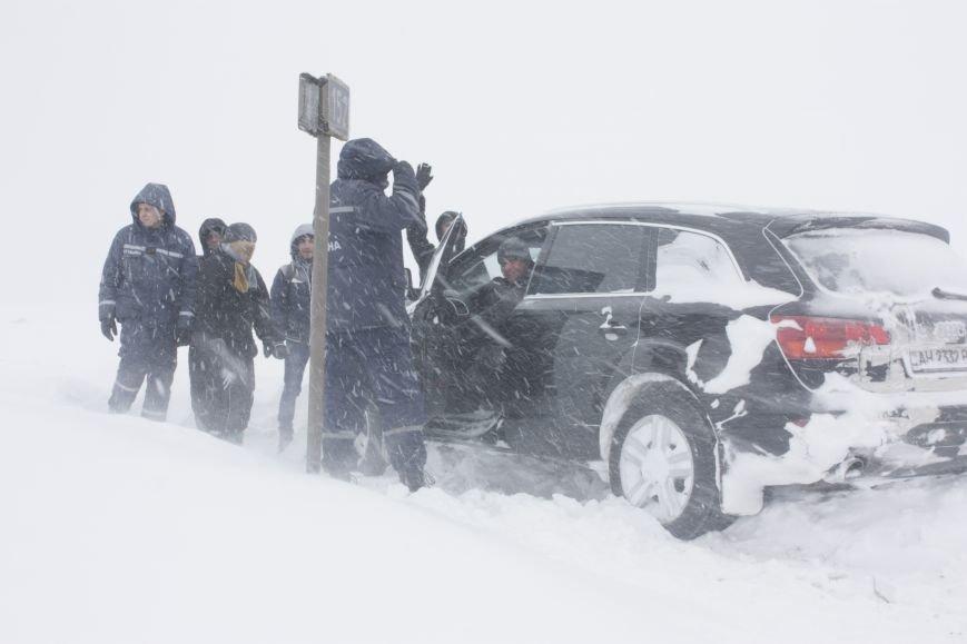 SOS! Автомобилисты, застрявшие на трассе Донецк-Мариуполь, замерзают без еды и воды (Обновляется+ФОТО), фото-4