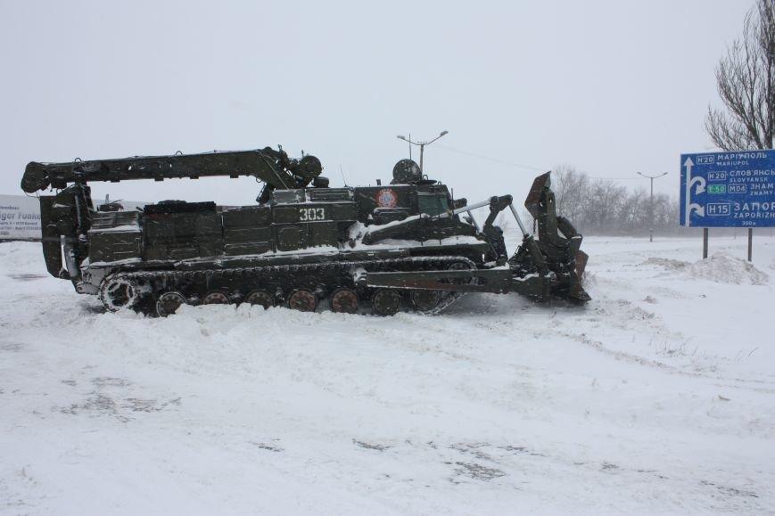 SOS! Автомобилисты, застрявшие на трассе Донецк-Мариуполь, замерзают без еды и воды (Обновляется+ФОТО), фото-11