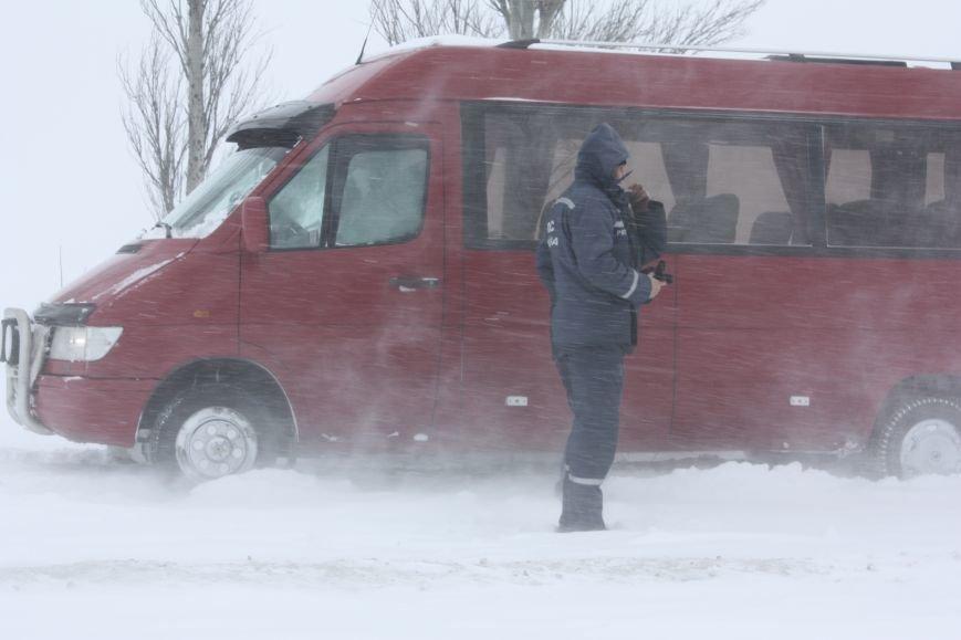 SOS! Автомобилисты, застрявшие на трассе Донецк-Мариуполь, замерзают без еды и воды (Обновляется+ФОТО), фото-6